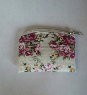 Photo of WHITE TAPESTRY/BROCADE ZIPPER CASE 910